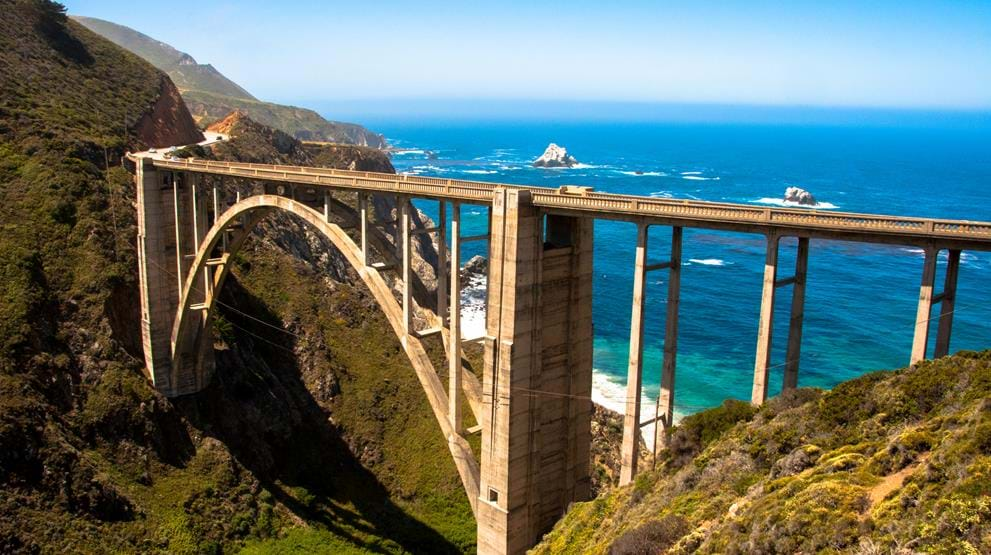 Ikoniske Bixby Creek Bridge langs Highway 1 - Bobil i USA