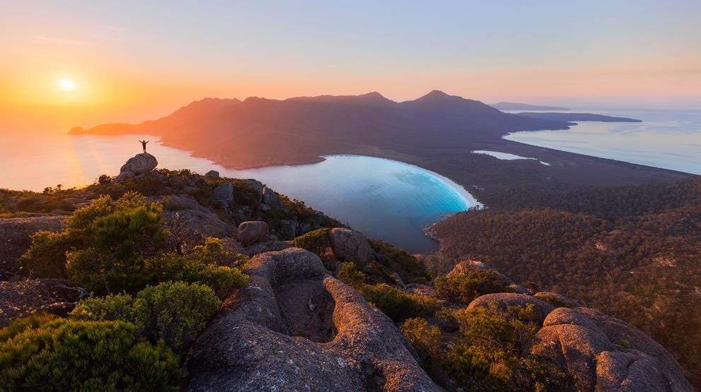 Utsikt over Wineglass Bay, Freycinet National Park. Foto: Daniel Tran - Reiser til Australia